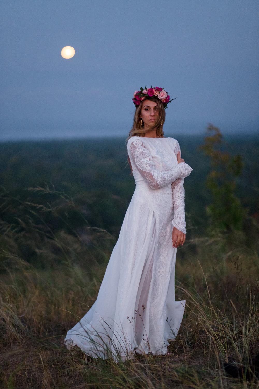 michigan-emotive-photographer-moonlight-elopement-mariha-hunter-351.jpg