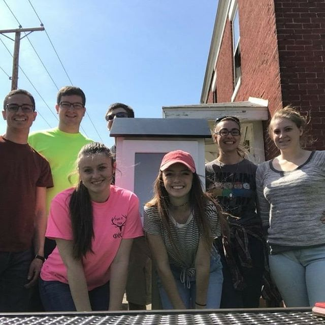 Last Thursday, our FBD team fully installed a pre-made Little Free Library. We are super excited to see how the neighborhood plans to decorate it and hope that it will be a great addition to the neighborhood community garden. This team is hard working and passionate about their work in the community and even thought the end of the year is close and deadlines are coming fast, they still find time to give to the community. . . . . #freedombydesign #littlefreelibrary #AIAS #muncieindiana #ballstateuniversity #collegeofarchitectureandplanning #communityservice