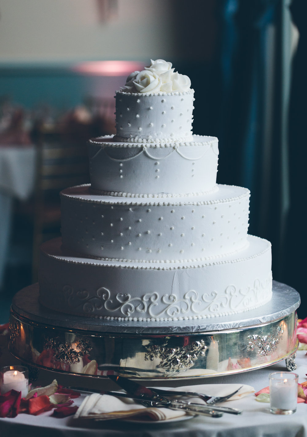 wedding cake detail white photographer.jpg