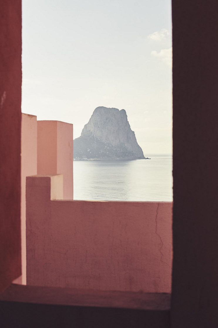 La Muralla Roja by Ricardo Bofill - photo by Nacho Alegre 3.png