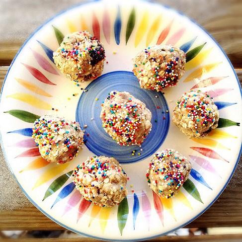 Cake-Batter-Oatmeal-Protein-Bites.jpg