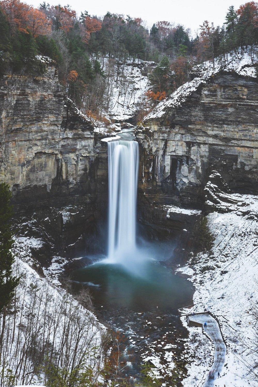La vista de las cataratas de Taughannock