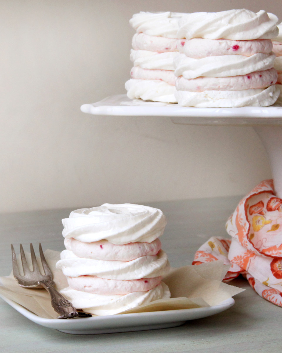 Meringue-Tortes-Table