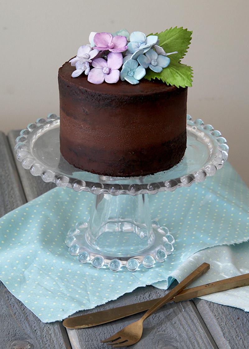 Chocolate-Hydrangea-Cake-Crop