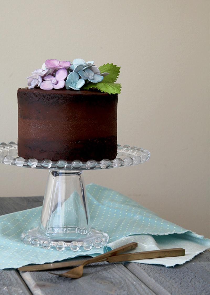 Chocolate-Hydrangea-Cake_vertical