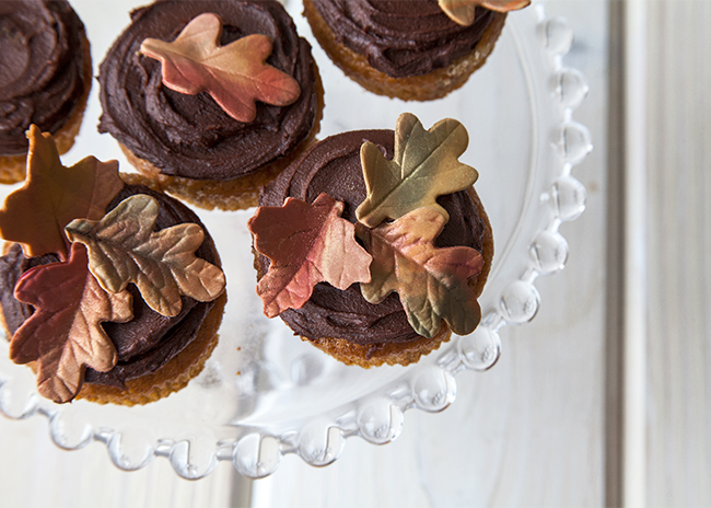 Fall-Leaf-Mini-Cakes1