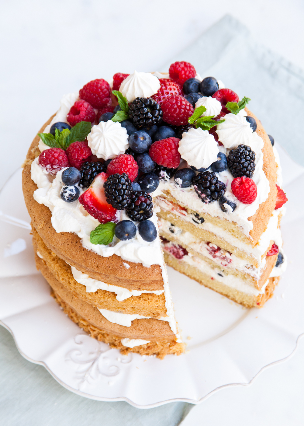 Sponge Cake With Berries And Cream