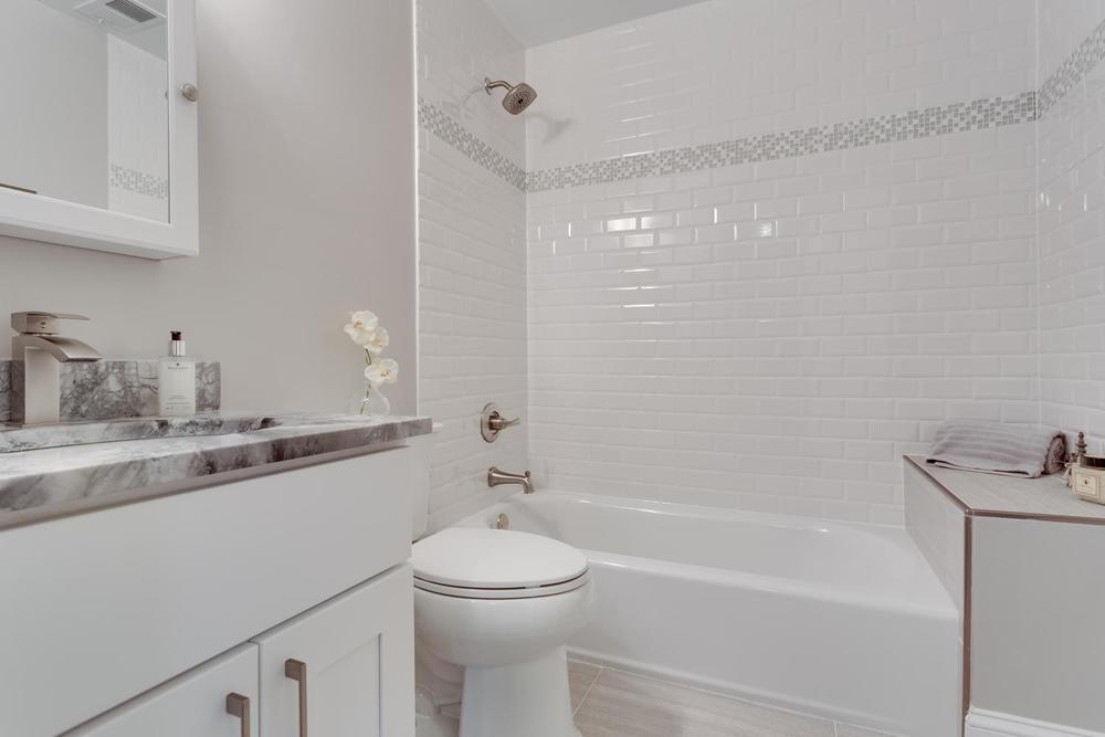2006 Rampart Dr Alexandria VA-large-015-Bathroom-1500x1000-72dpi.jpg