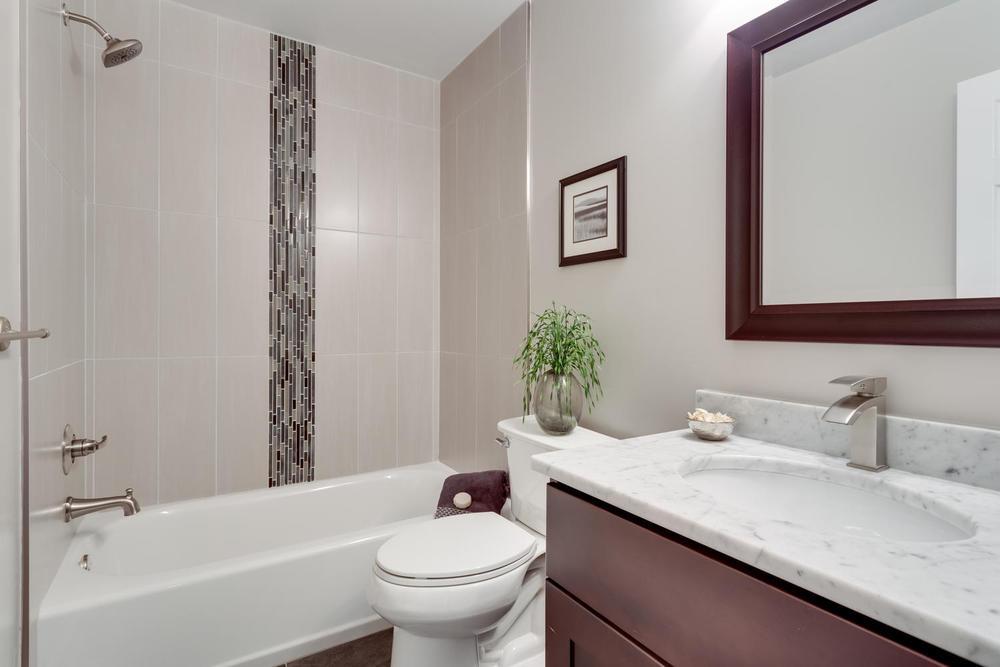 2006 Rampart Dr Alexandria VA-large-016-Bathroom-1500x1000-72dpi.jpg