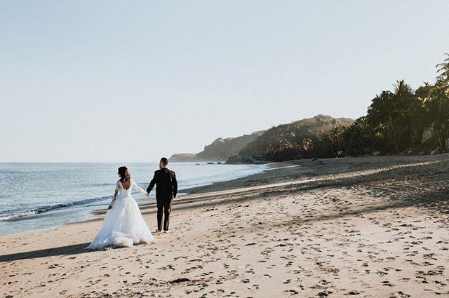 Nuria | Esaul. www.andreamancilla.com.mx __ Maquillaje: @ceciliadealba.makeupartist  #fotografiaandreamancilla #bodas2018 #bodasmexico #leon #guadalajara #méxico #aguascalientes #sayulita #sanmigueldeallende #wedding #weddingstyle #weddingday #greenweddingshoes #weddingphotojournalism #lookslikefilm #theknot #tribephotoco #tribearchipelago #melissalaranovias