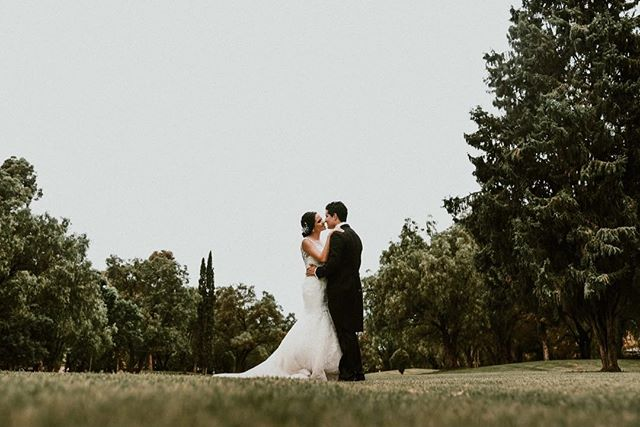 Fernanda | Alejandro www.andreamancilla.com.mx __ #fotografiaandreamancilla #bodas2018 #bodasmexico #leon #guadalajara #méxico #aguascalientes #sanmigueldeallende #wedding #weddingstyle #weddingday #greenweddingshoes #weddingphotojournalism #lookslikefilm #theknot #tribephotoco #heyheyhellomay #fridaenamorada #melissalaranovias