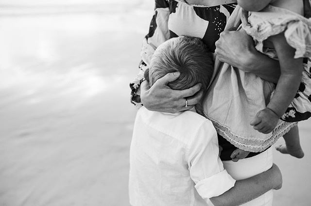 So often some of my favourite  images from a session are the ones where there are no faces and the connection speaks volumes. A beautiful Mumma and her babies ❤️