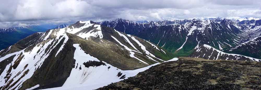 Looking north along the crest of the ridge to Hale-Bop.jpg