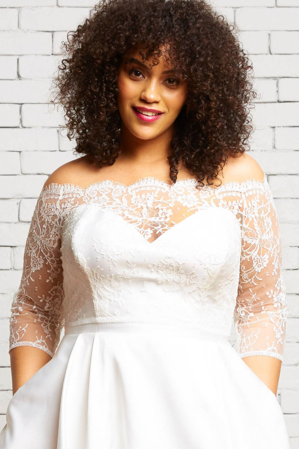 32A. Maeve-Front 1-Rebecca Schoneveld-Off_The_Shoulder_Lace_Wedding_Style_Separates.jpg