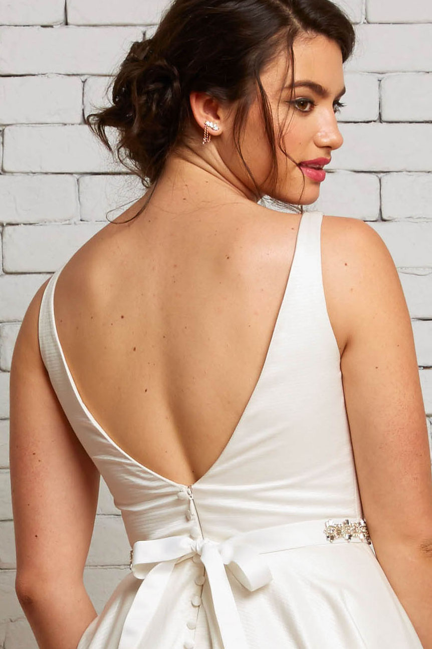 10B London Back-Rebecca Schoneveld-Satin_V-neck_Simplicity_Modern_Wedding_Gown.jpg