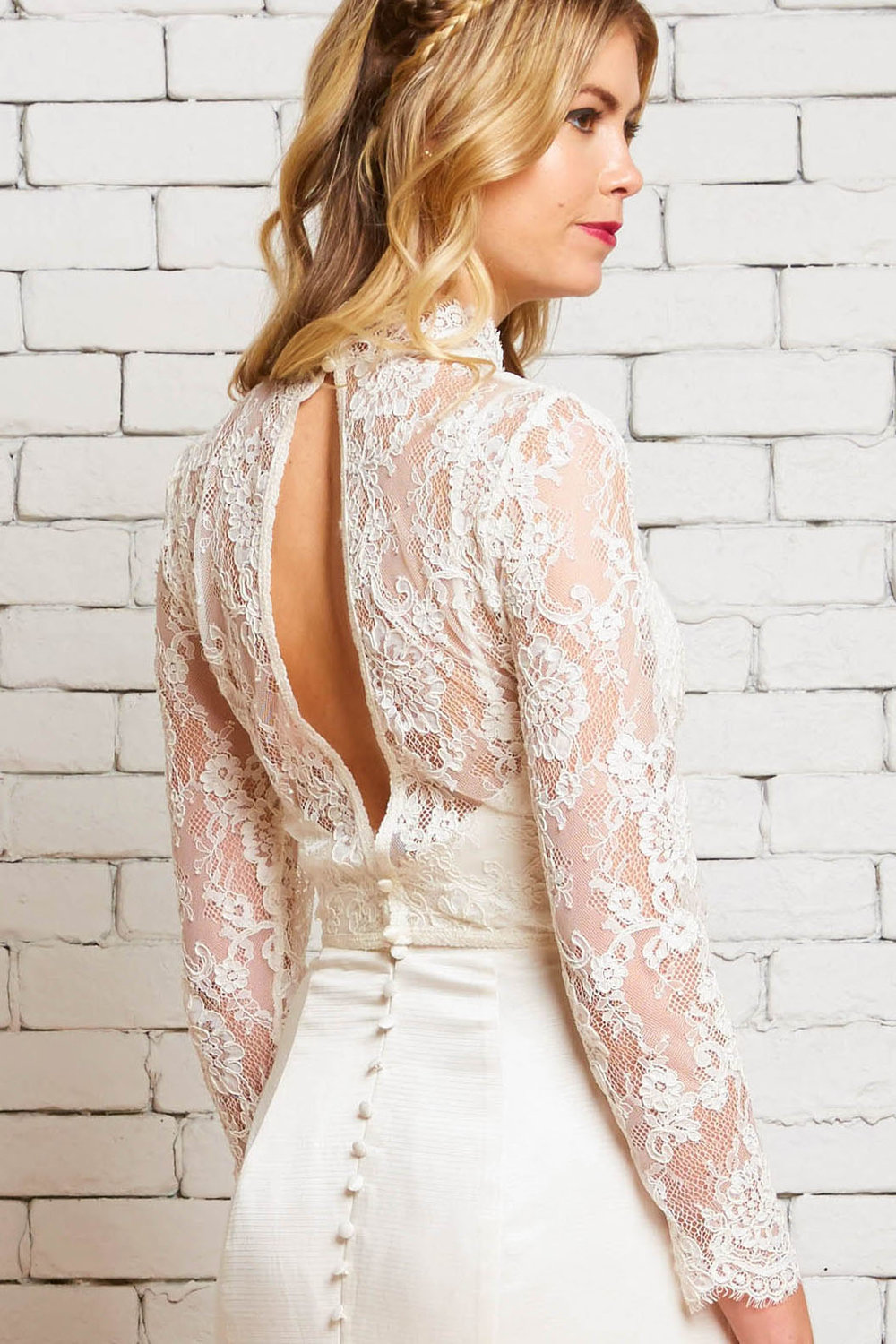 24B Victoria-Back-Rebecca Schoneveld-Modern_Vintage_Lace_Wedding_Sleeves_Top.jpg