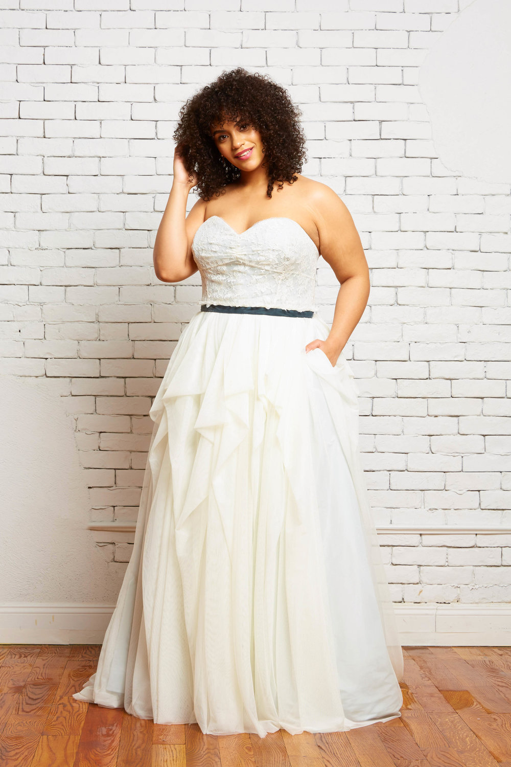 28A. Mia-Elizabeth Front-Rebecca Schoneveld-2-41_sweetheart_neckline_strapless_a_line_lace_tiered_tulle_skirt_color.jpg