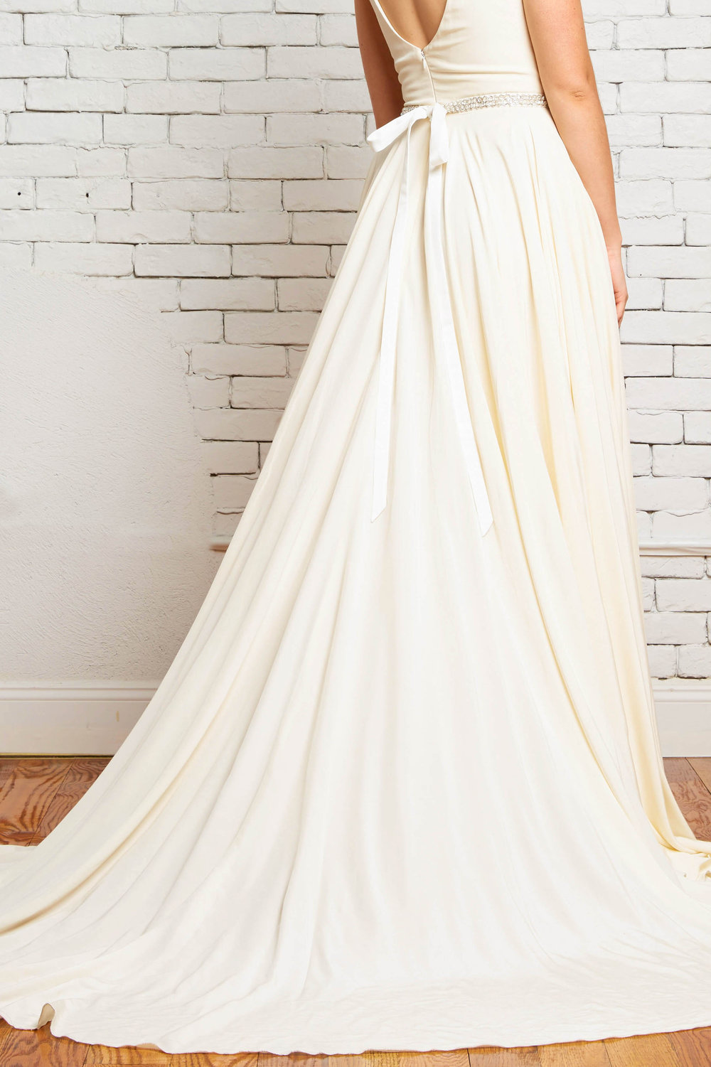 11D Hudson Back-Rebecca Schoneveld-Circle_Skirt_Dramatic_Boho_Bride_Wedding_Style.jpg