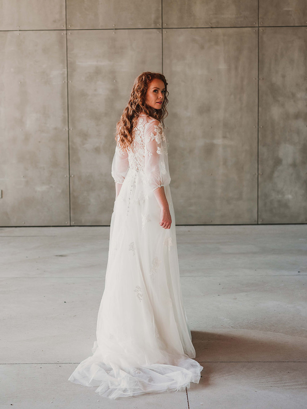 back_Rebecca_Schoneveld_Beau_Gown_Removable_Overskirt_romantic_clean_gown_applique_Tulle_crepe_juliet_sleeve.jpg