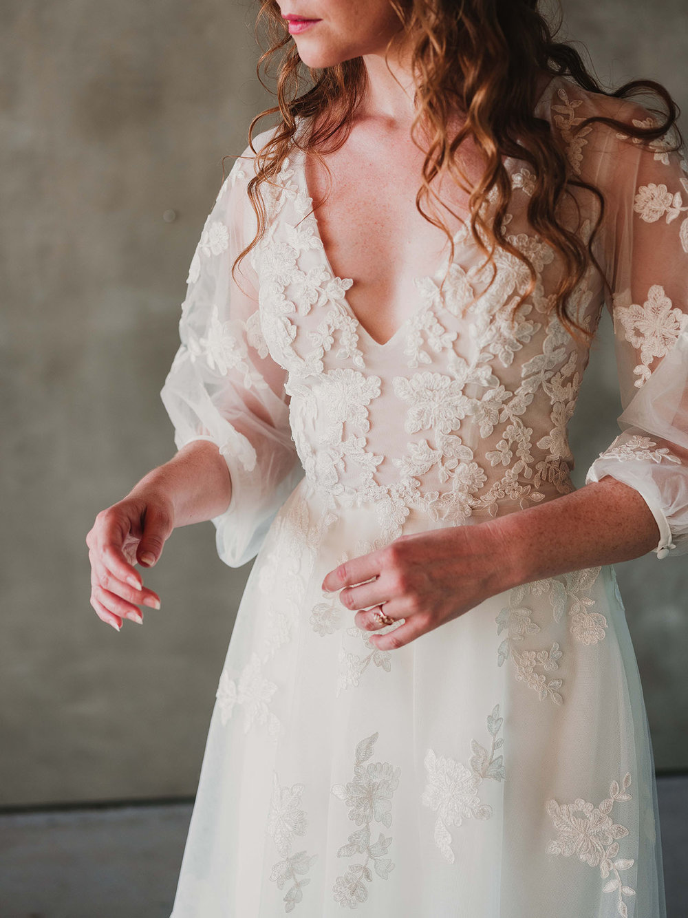 badice_detail_Rebecca_Schoneveld_Beau_Gown_Removable_Overskirt_romantic_clean_gown_applique_Tulle_crepe_juliet_sleeve.jpg