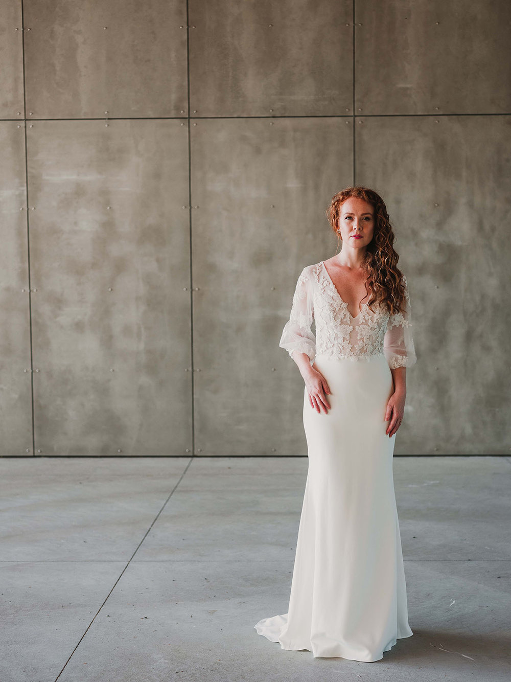 Rebecca_Schoneveld_Beau_Gown_Removable_Overskirt_romantic_clean_gown_applique_Tulle_crepe_juliet_sleeve.jpg