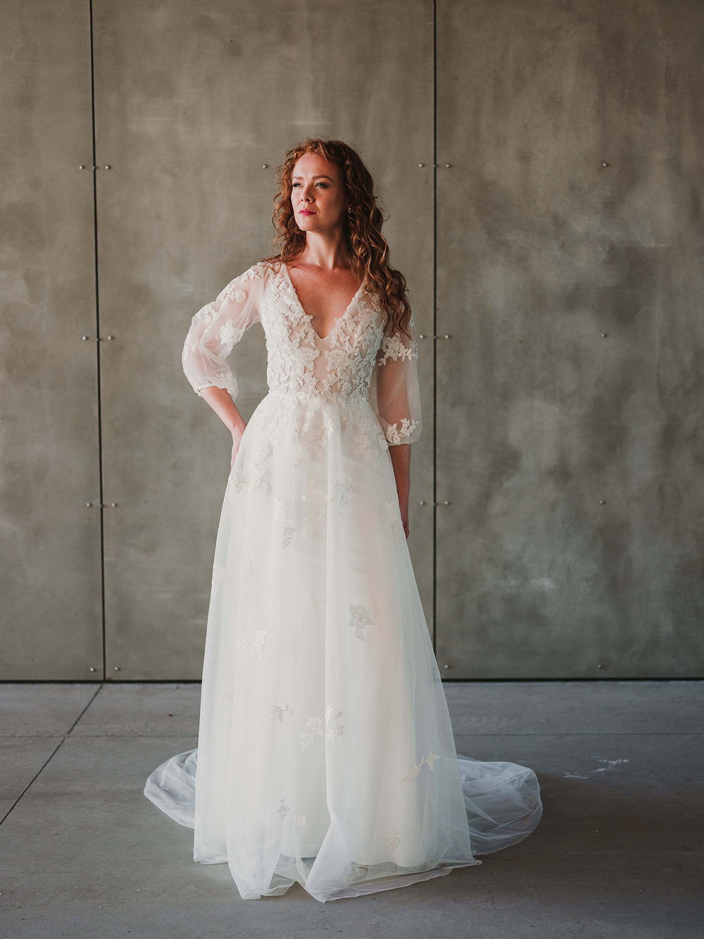 withoverskirt_Rebecca_Schoneveld_Beau_Gown_Removable_Overskirt_romantic_clean_gown_applique_Tulle_crepe_juliet_sleeve.jpg