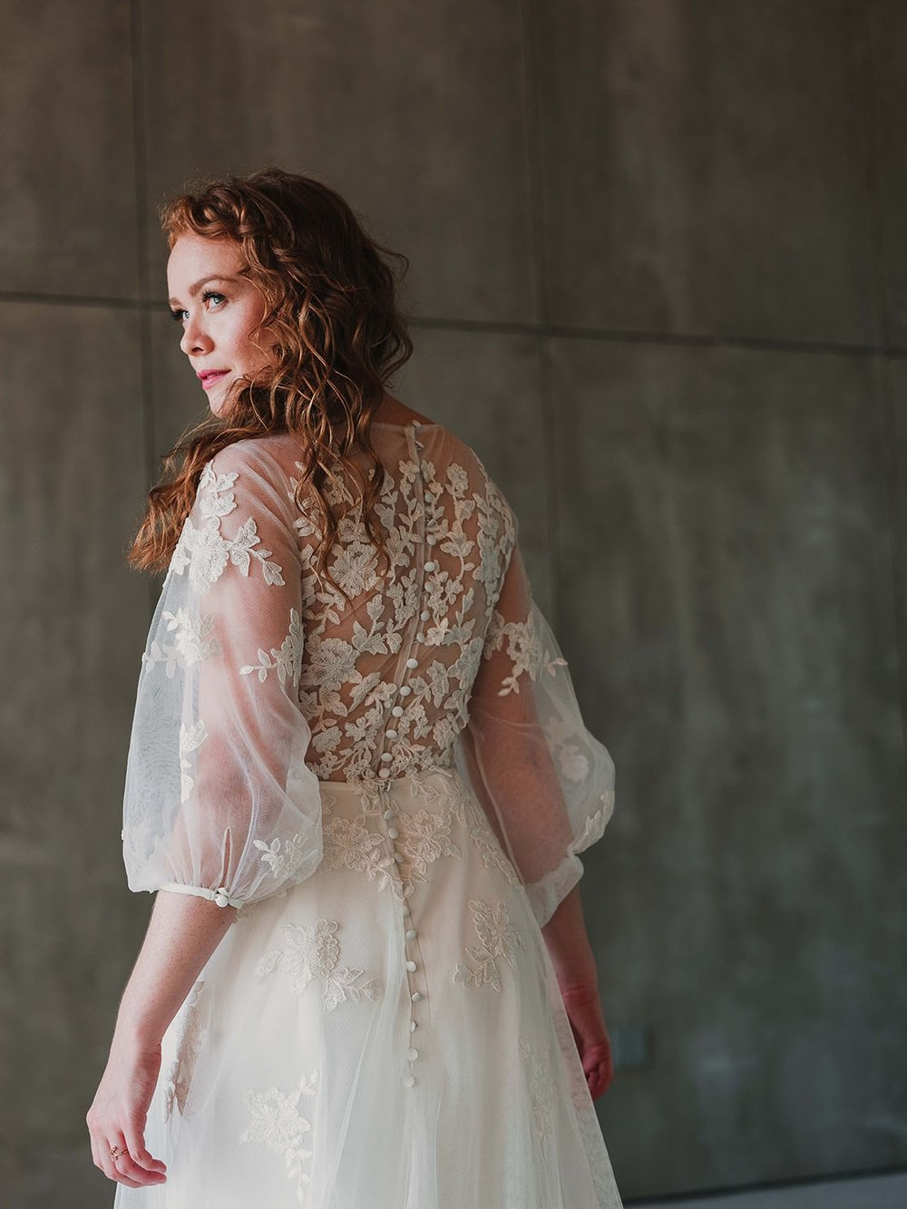 Back_detail_Rebecca_Schoneveld_Beau_Gown_Removable_Overskirt_romantic_clean_gown_applique_Tulle_crepe_juliet_sleeve.jpg