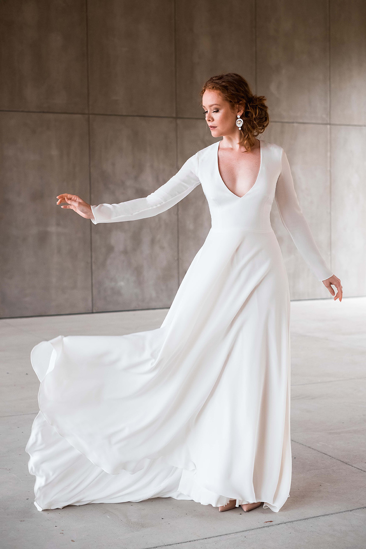 rebecca_schoneveld_morgan_gown_clean_modern_v_neck_long_sleeved_4.jpg
