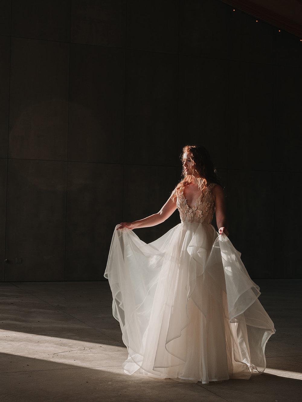 Rebecca_Schoneveld_Iris_Gown_Organza_romantic_boho_fullskirt_deep_v_deepv_ballgown_dreamy_editorial_2.jpg