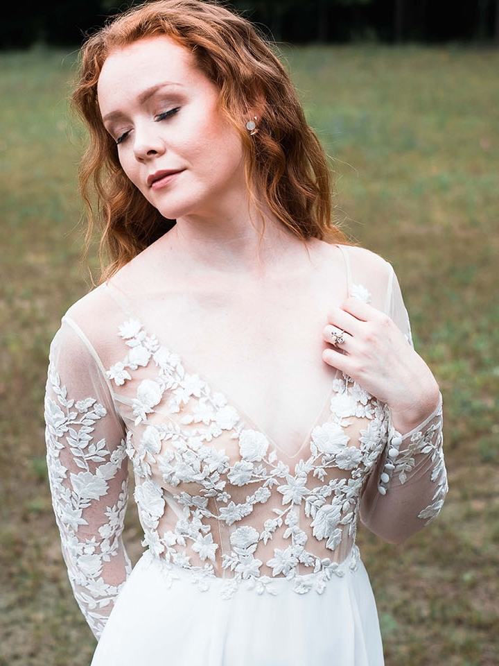 Rebecca_Schoneveld_Juliet_gown_long_sleeved_nude_tulle_embroidered_bodiec_skit_romantic_boho_close_up.jpg