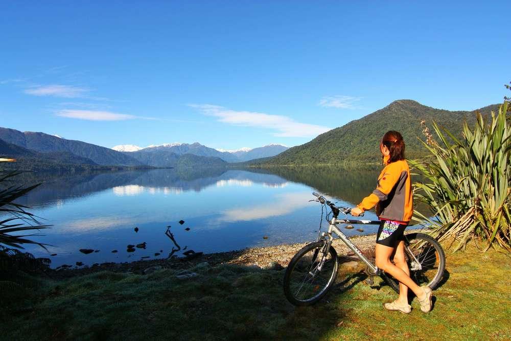 Admiring Lake Kaniere.JPG