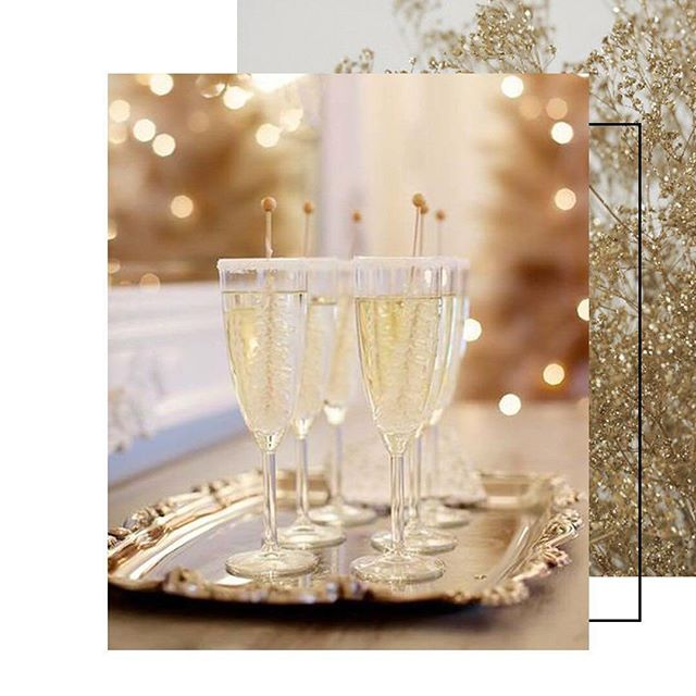 Многие считают обязательными атрибутами Нового года конфеты, мандарины, хлопушки и искрящиеся бенгальские огни. Для нас главными остаются улыбки и настроение наших гостей. Поздравляем вас с наступающим Новым Годом и ждём в 2019 году! Со 2 января мы будем работать в обычном режиме по адресу: Смоленская площадь, дом 3 #beauty_z_team