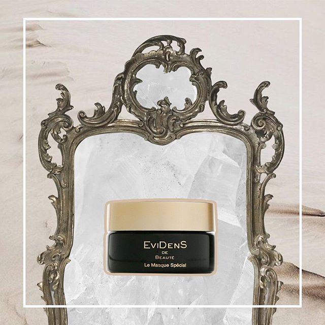 Маска с ледяным эффектом от EviDens de Beaute — то, что необходимо нашему лицу после весёлой новогодней ночи! Мгновенно тонизирует, подтягивает и наполняет кожу, делая её более свежей и сияющей, благодаря комплексу Qal в составе. А исключительная вода источника Фу поспособствует необходимому увлажнению эпидермиса. Волшебную маску вы можете приобрести у нас в Beauty Z. #beauty_z_team