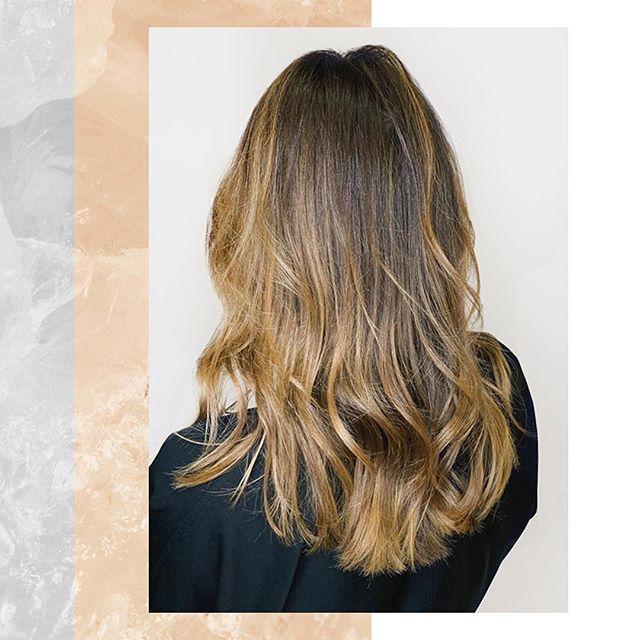 Новая работа от стилиста Beauty Z Монхоо Баяраа —окрашивание Redken. Насыщенный тёмный цвет, переходящий в светлые блики на кончиках волос, и легкие естественные локоны. Записаться на окрашивание и укладку к стилисту можно по телефону: +7(495) 785-17-47 #beauty_z_team