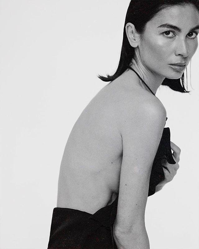 Элегантная Оксана Пономарёва @oksanarim1 в новой съёмке Абдуллы Артуева @abdullartuev. Макияж от нашего ведущего визажиста Дамиана @fashiondamian #beauty_z_team