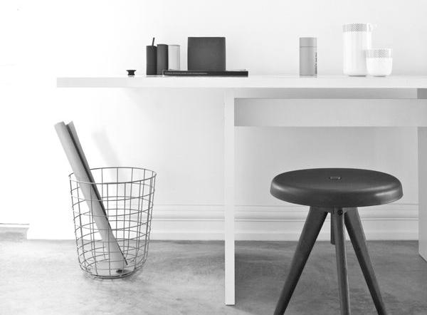 minimalism-desk-clutter