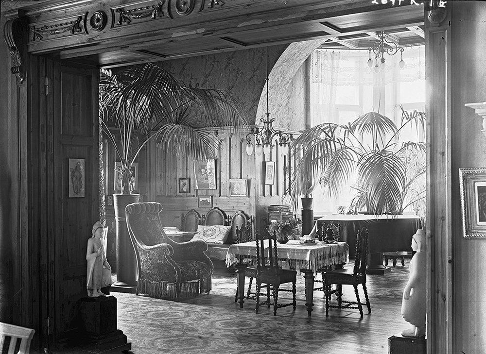 Näkymä Pikkupalatsin pääsalista ruokasaliin 1920 luvulla Vapriikki Werner Gestrin.jpg