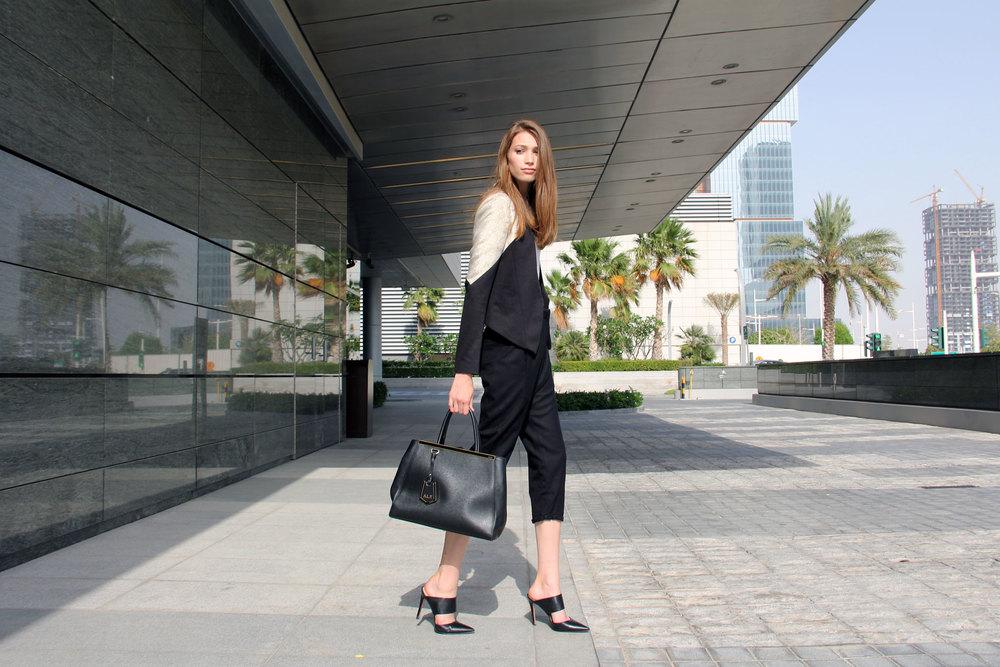 Blazer:  Deborah Henning  // Trousers:  Deborah Henning  //Bag:  Fendi  // Shoes: Pura López