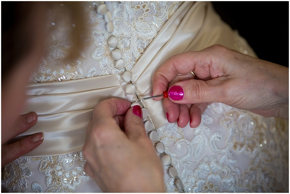 How to lace up a wedding dress