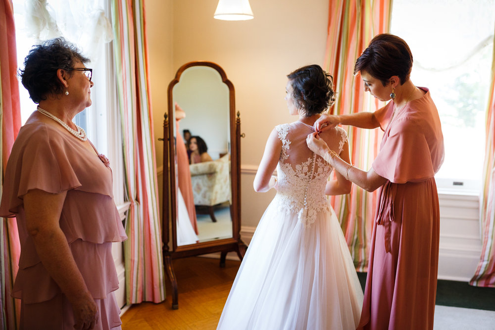 EMILY+MARCELO-GETTINGREADY-0041.JPG