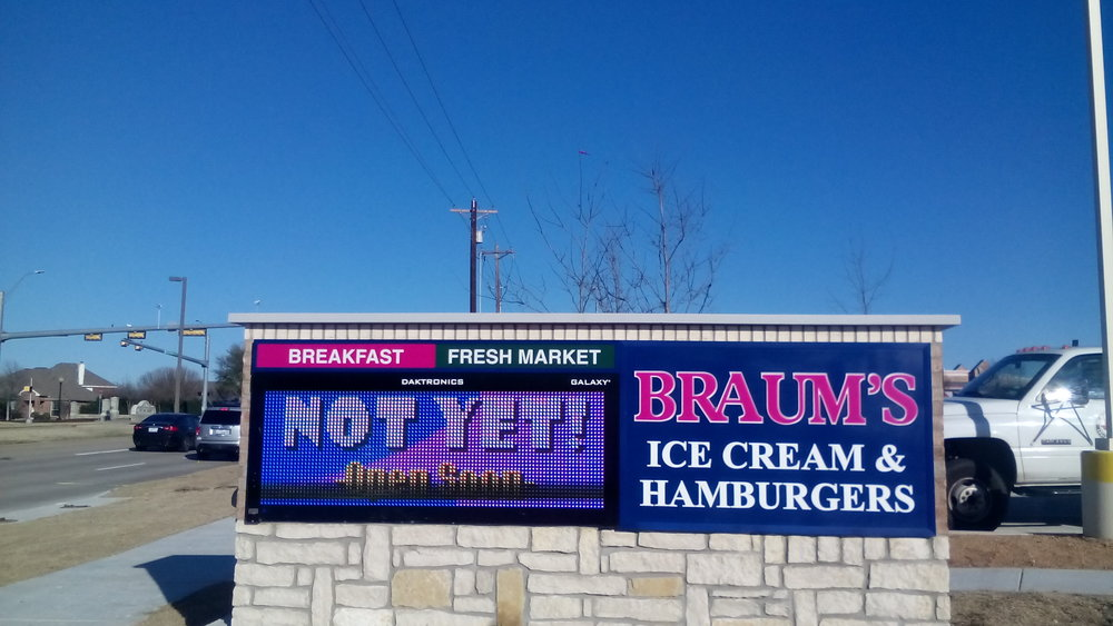 Braum's New Sign!