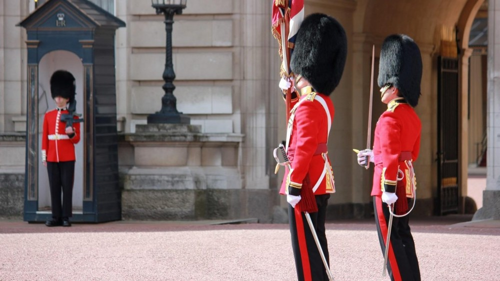 Changing-of-the-Guard-at-Buckingham-Palace-in-London-1080x1920-1024x576.jpg