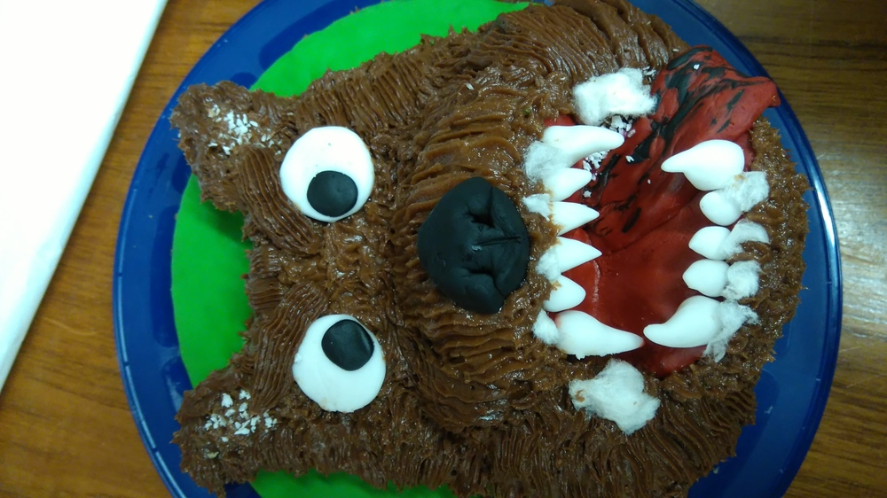 Brilliant baking @MaryRARyan and Darryl McLennan with an amazing post viva rabid dog cake #bakeyourstudyspecies