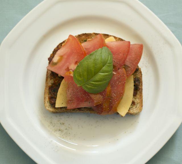 tomatobasiltoast.jpg