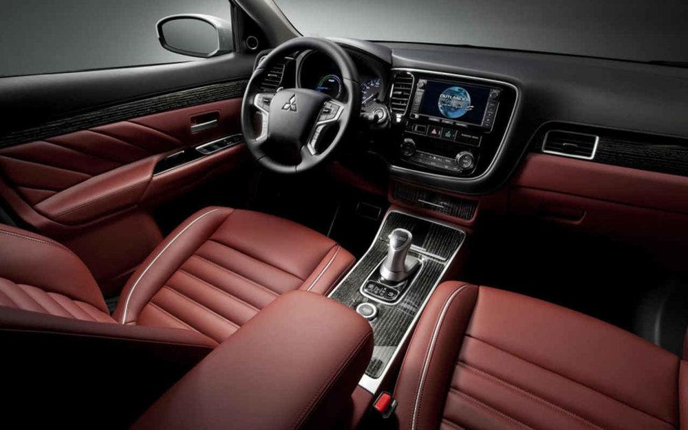 2018-Mitsubishi-Outlander-PHEV-Interior.jpg