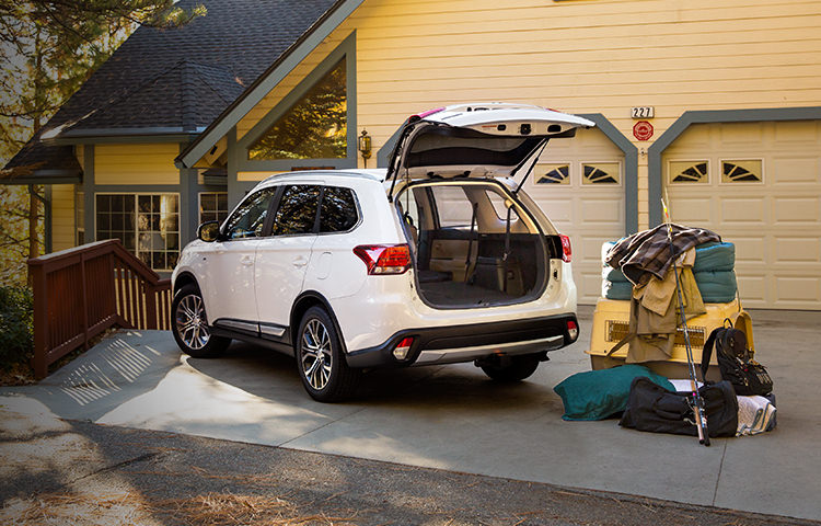Spacious-cargo-room-in-2017-mitsubishi-outlander-7-passenger-SUV-m.jpg