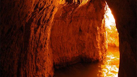 Hezekiahs-Tunnel-tb051803.jpg