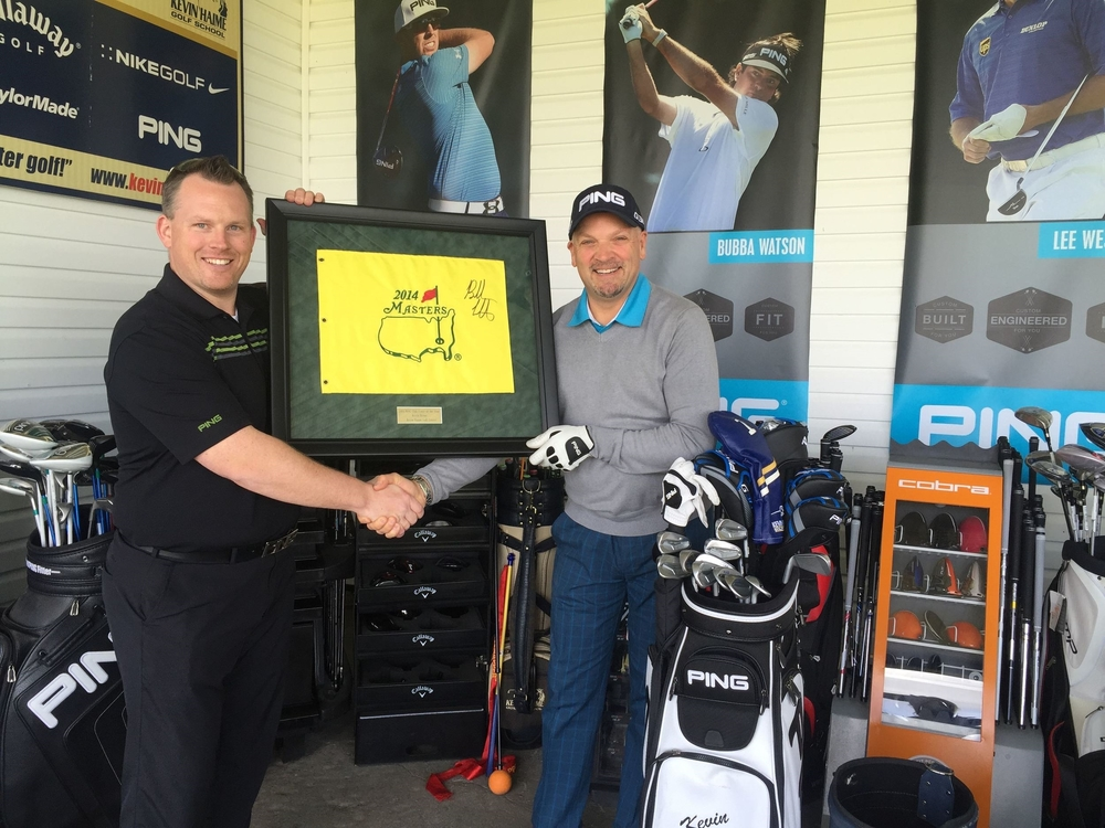 Andre Borys of PING Canada presents Kevin with his PING Club Fitter of the Year Award.