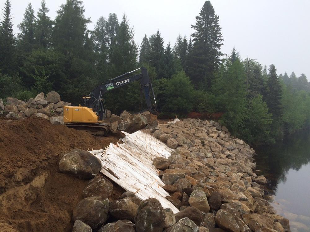 Excavatrice John-Deere 135D