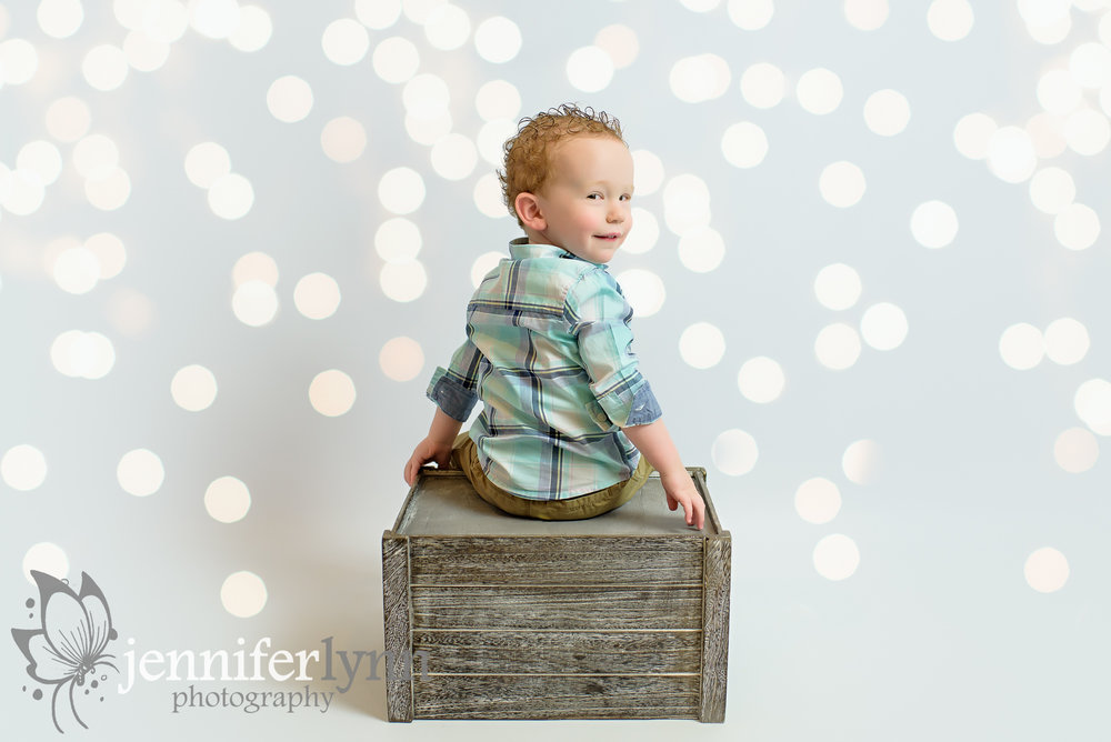 Toddler White Background with Lights Crate